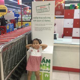 Hệ thống siêu thị Co.opmart và Vinmart thu gom pin thải